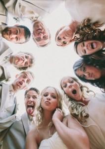 подруги поют песню на свадьбе в подарок