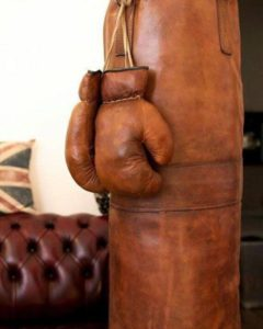боксерская груша с перчатками - винтаж